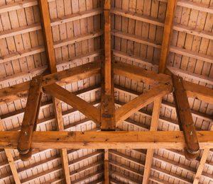 charpente ancienne en bois